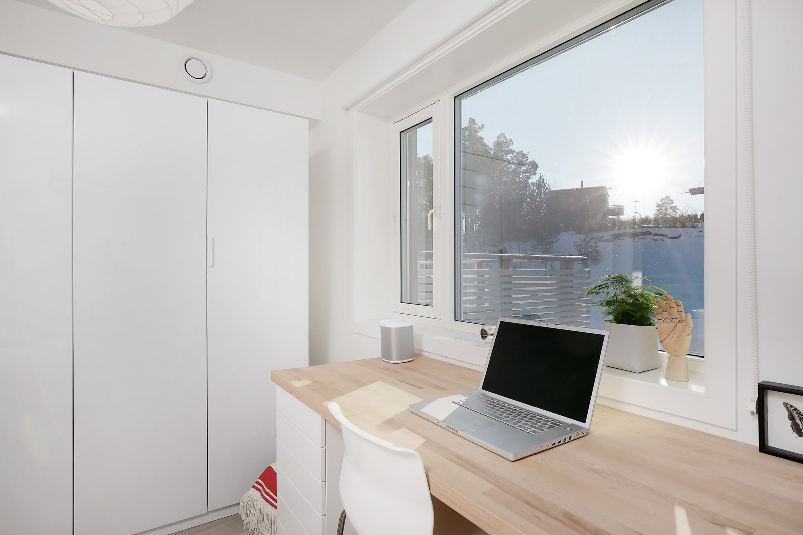Ikea hack: Desktop with plenty of space   Huskverna