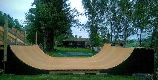 rampe og trampoline